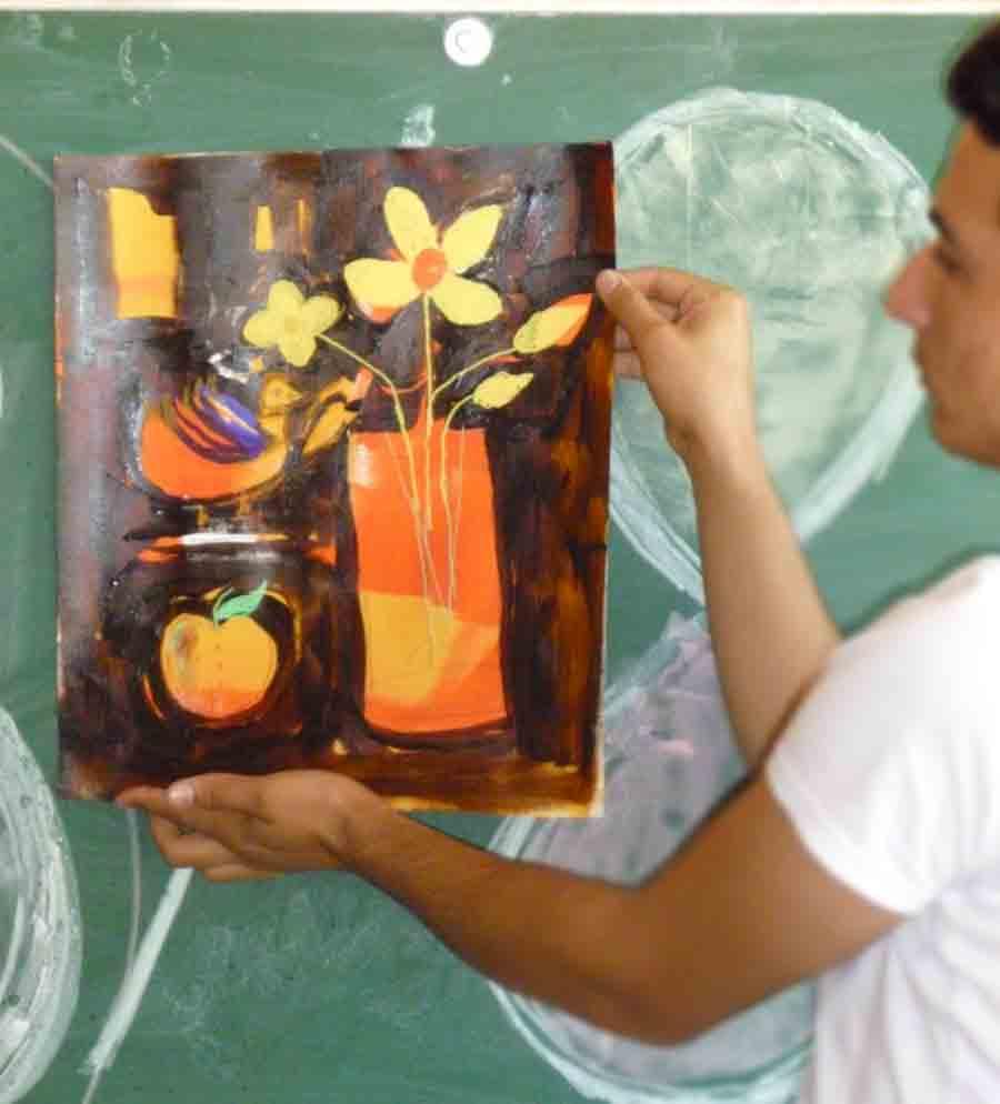 Junge Flüchtlinge malen